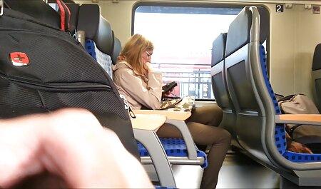 二つのいじめは、金髪の両方の穴に自分の殻を設定します s 女 セックス 動画