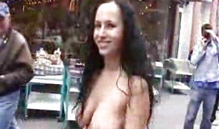 車のボンネットの上に鶏をクソ xvideos 女性