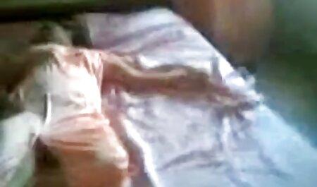 角質の男は女の子、茶色の髪、両方の穴で際限なく犯した。 s 女 エロ 動画